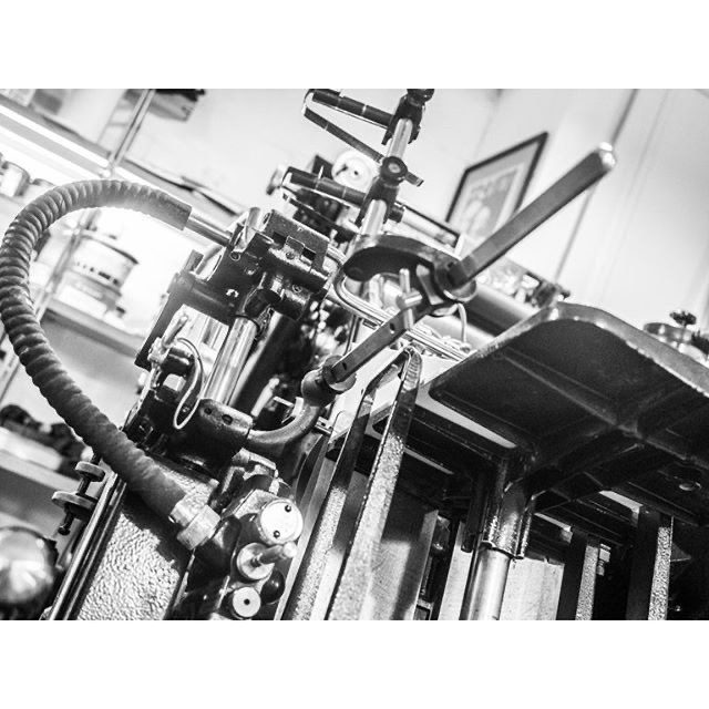 Всегда интересен взгляд со стороны на вещи которые ты видишь каждый день! У нас в гостях был Сергей Воробьев. #мастерская #высокаяпечать #суворовико #suvorovpress #letterpressshop