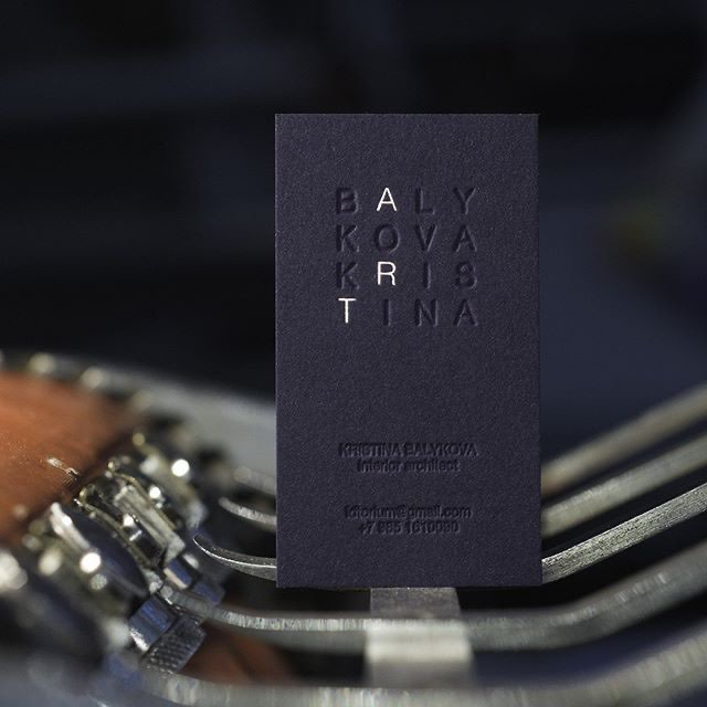 Визитная карточка архитектора — высокая печать и тиснение фольгой. Бумага Gmund Cotton Power Blue 600 gsm, примерный бюджет на 100 шт. — 9300₽