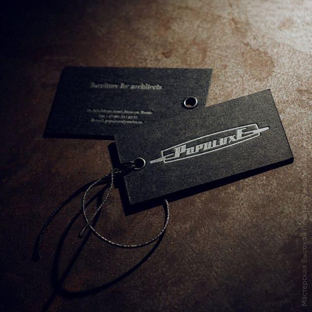 Бирка-визитка, высокая печать с двух сторон на картоне.