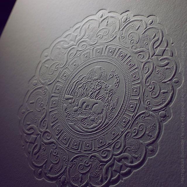 Карточка-заготовка 20х15 см с рельефным оттиском. Высокая печать светло-светло-серой краской, бумага Gmund Cotton 600 gsm