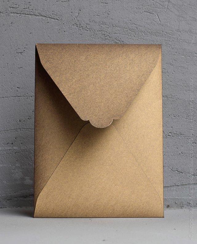 Готовый конверт в нашем магазине — 14х19 см. Отлично дополнит ваше приглашение 13х18 (или 12х17) см. Бумага двусторонняя - металлизированное золото с микрорельефом с внешней стороны и матовый темно-синий внутри.Купить можно в нашем магазине — letter-press.ru/shop/ https://letter-press.ru/product/konvert-12x17-sm-fakturnaya-bumaga-s-metallicheskim-effektom-figurnyj-klapan/