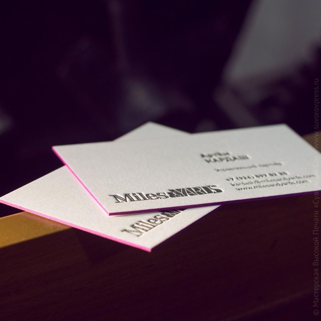 Простая визитная карточка на хлопке с покраской граней.Пурпурные грани делаю карточку заметной и «свежей»!#визитка #высокаяпечать #высокаяпечатьмосква #оттиск#suvorovpress #letterpress #printed #businesscards #deboss #reliefprinting#мастерскаяручнойпечати #рельефнаяпечать #премиум #премиумполиграфия #премиумвизитки #типография #суворовико